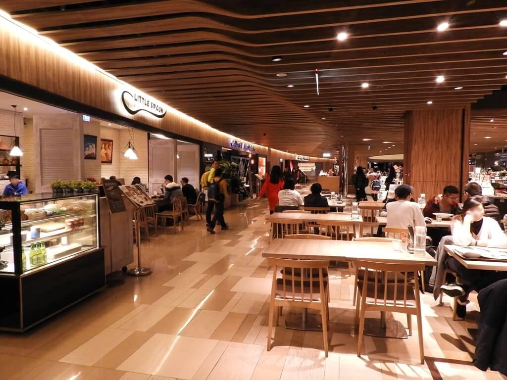 京站時尚廣場 Q Square的圖片:美食餐廳樓層走道