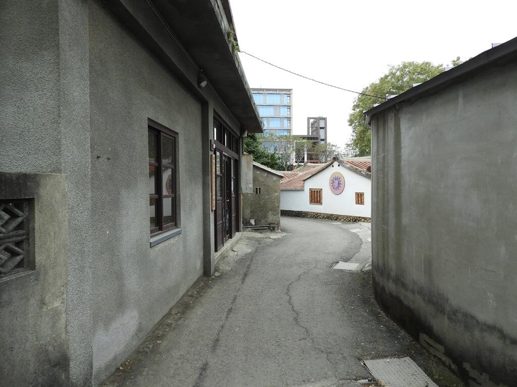 新瓦屋客家文化園區的圖片:很傳統的客家聚落走道