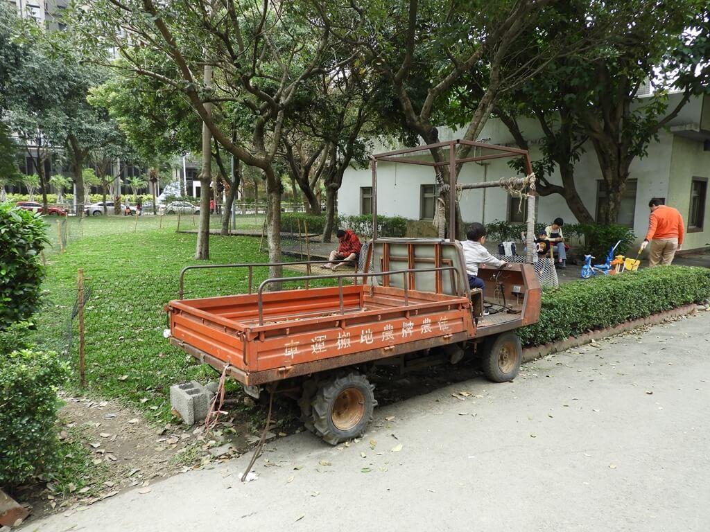 新瓦屋客家文化園區的圖片:佳農牌農地搬運車(鐵牛車)