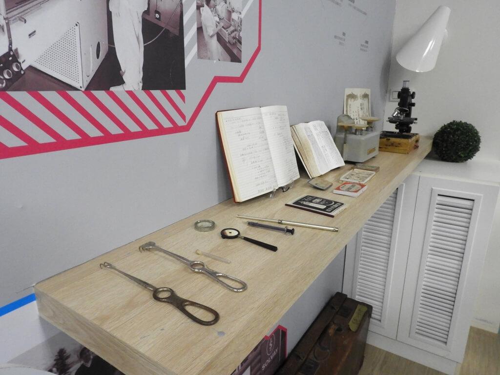 濟生Beauty新竹觀光工廠的圖片:博士早年行醫的用品及筆記