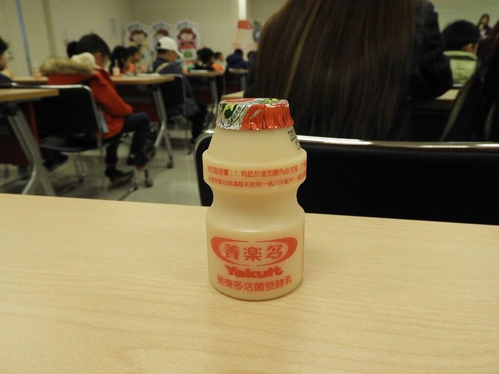 養樂多工廠的圖片:參加導覽贈送的一瓶養樂多