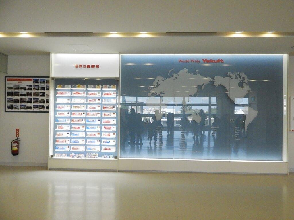 養樂多工廠的圖片:世界的養樂多展示牆