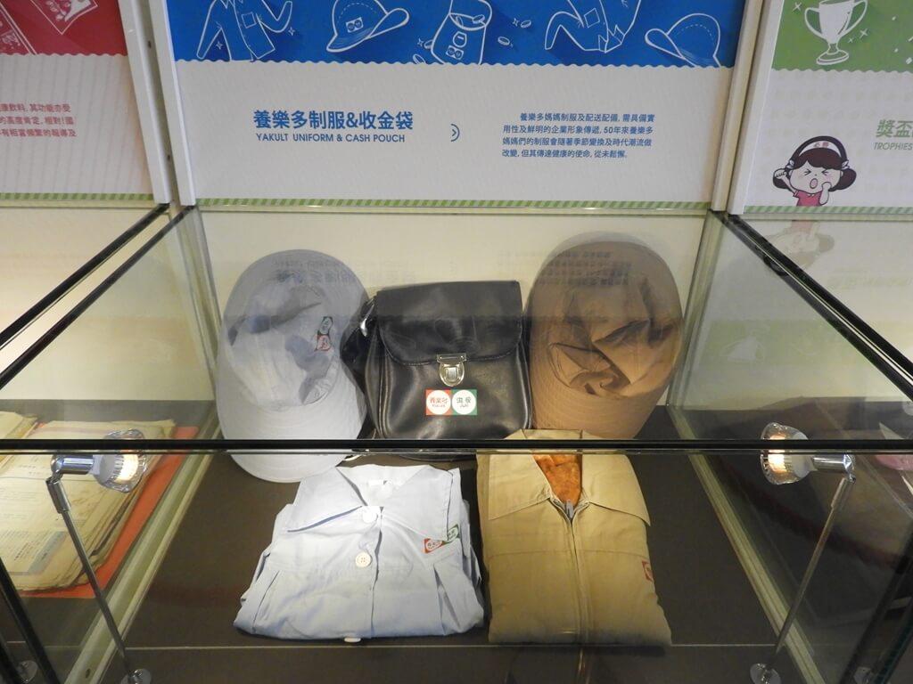 養樂多工廠的圖片:養樂多制服、收金袋
