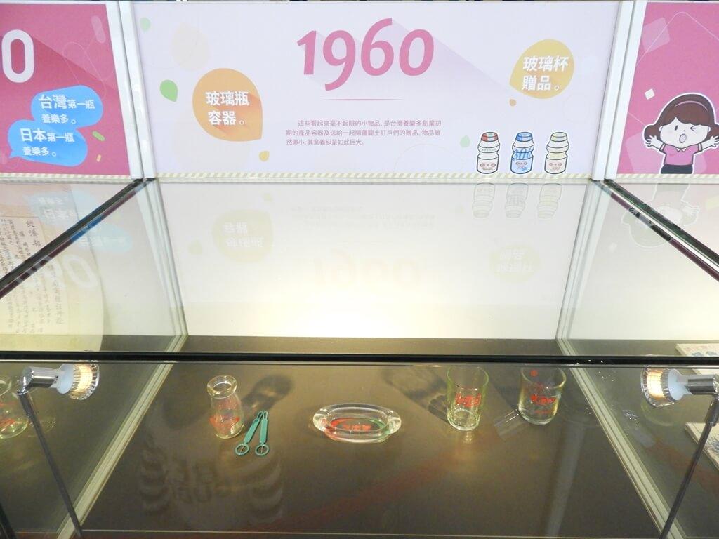 養樂多工廠的圖片:1960玻璃瓶容器及玻璃杯贈品