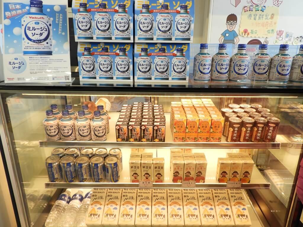 養樂多工廠的圖片:Yakult 養樂多乳酸飲料、黑醋、運動飲料、野菜100、鮮