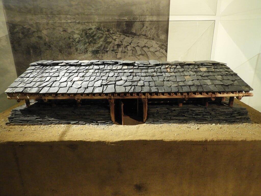 烏來泰雅民族博物館的圖片:泰雅族人石板屋模型屋頂