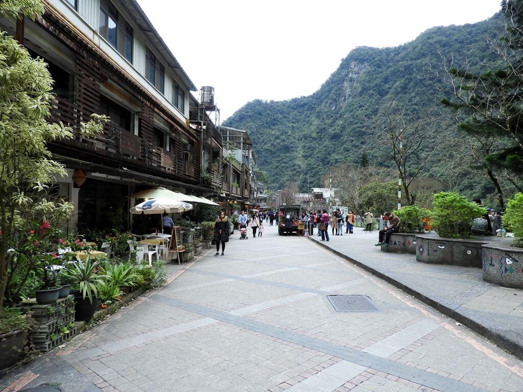 烏來瀑布的圖片:瀑布路的街景