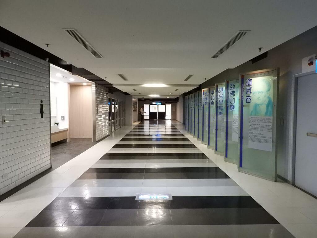 國立臺灣科學教育館的圖片:5F 物質科學展示區中央走廊
