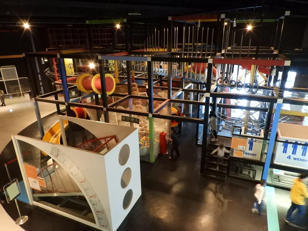 國立臺灣科學教育館的圖片:物理展示區旁的科學遊戲世界