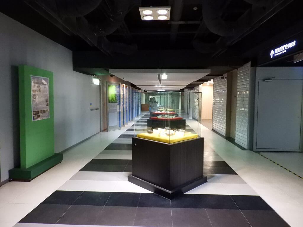 國立臺灣科學教育館的圖片:岩石、岩礦展示走廊
