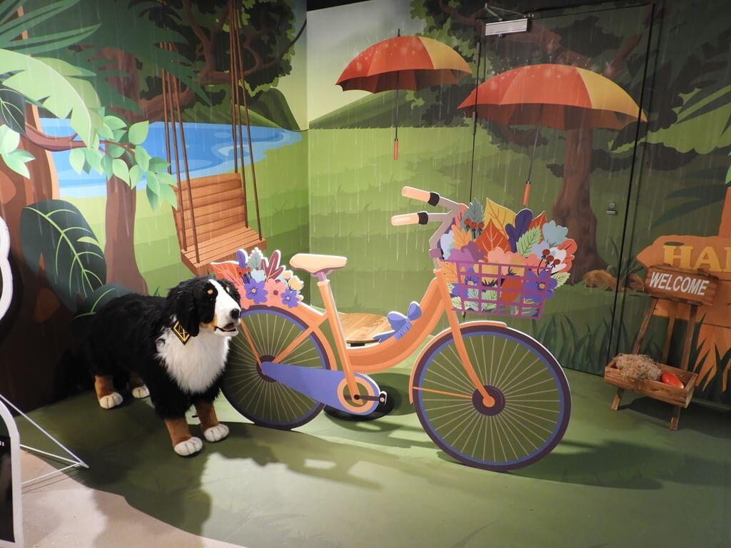 國立臺灣科學教育館的圖片:腳踏車與狗狗拍照場景