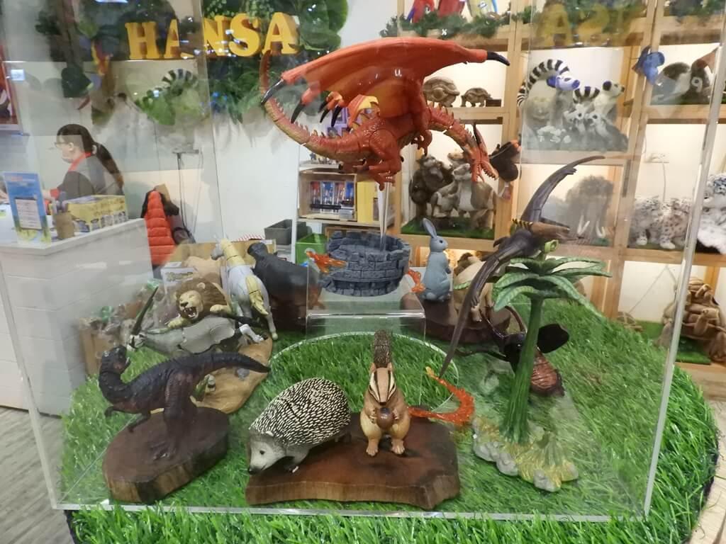 國立臺灣科學教育館的圖片:壓克力盒中的動物公仔