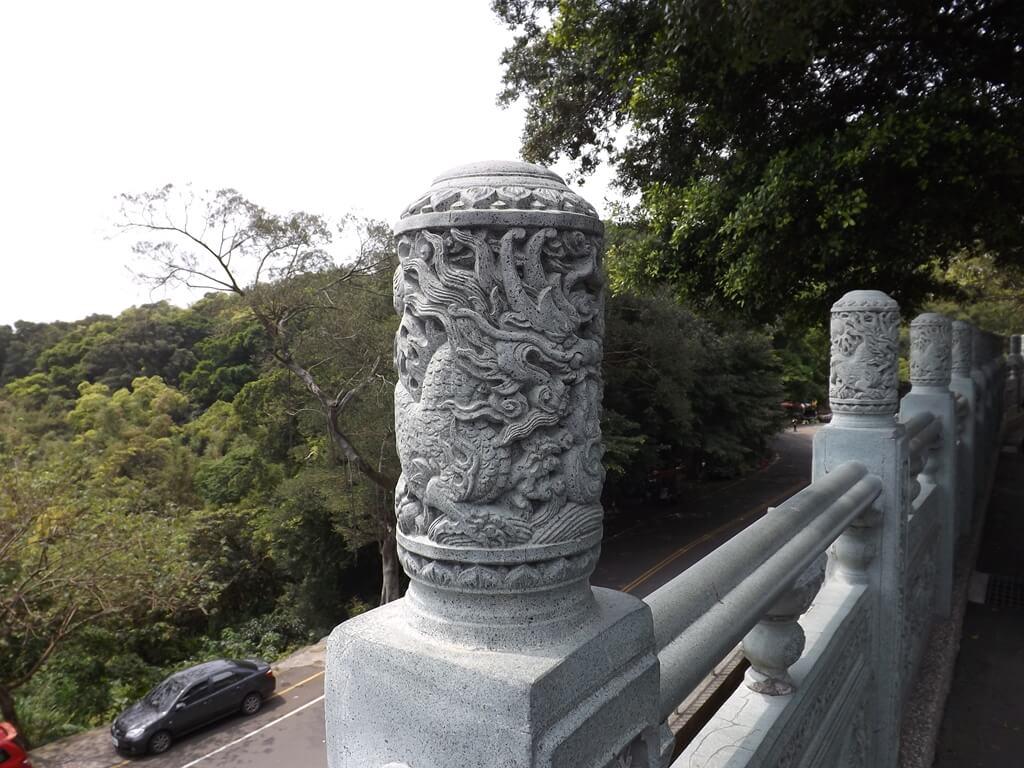 桃園明倫三聖宮的圖片:圍牆上的石雕柱