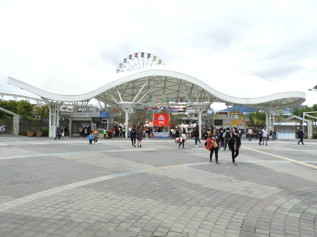 臺北市兒童新樂園的圖片:兒童新樂園大門設計很有藝術感