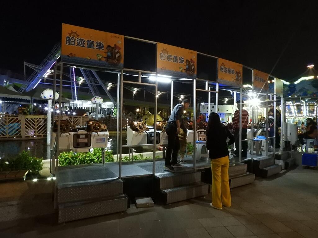 臺北市兒童新樂園的圖片:夜晚的船遊童樂控制台