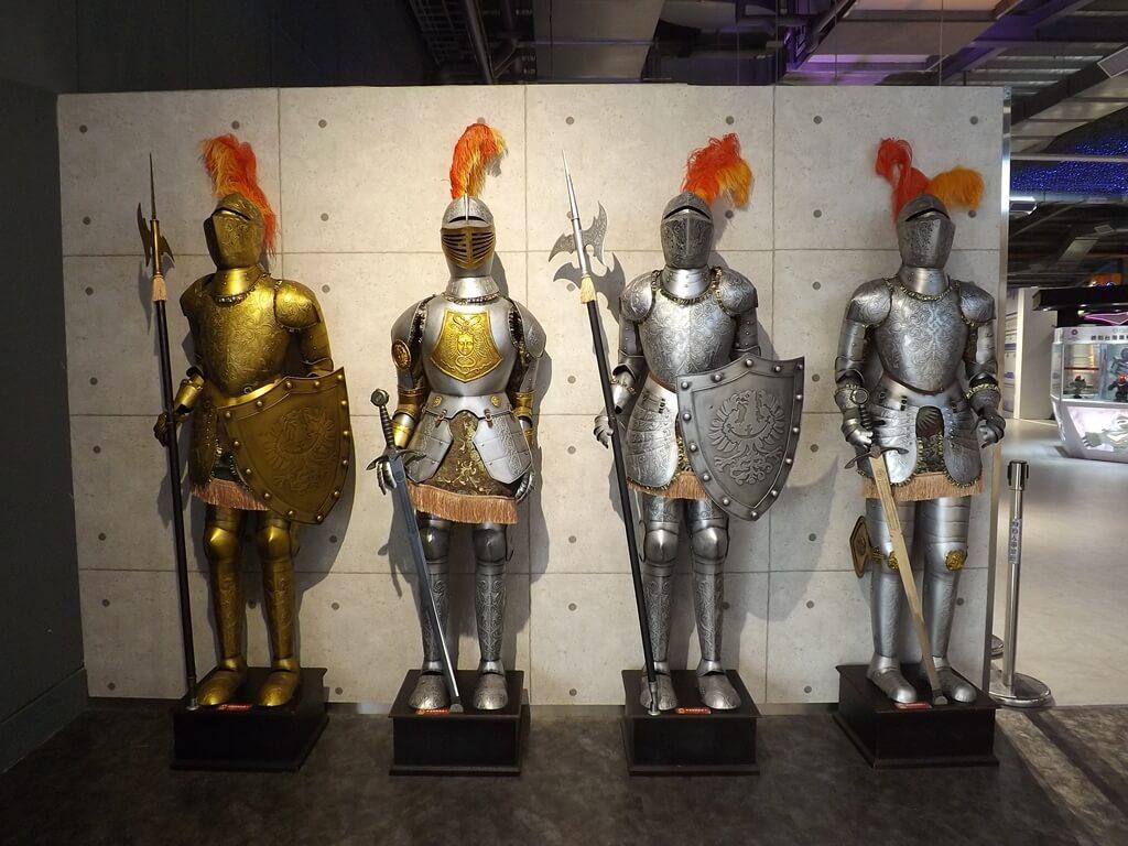 祥儀機器人夢工廠的圖片:四件歐洲古典武士鎧甲