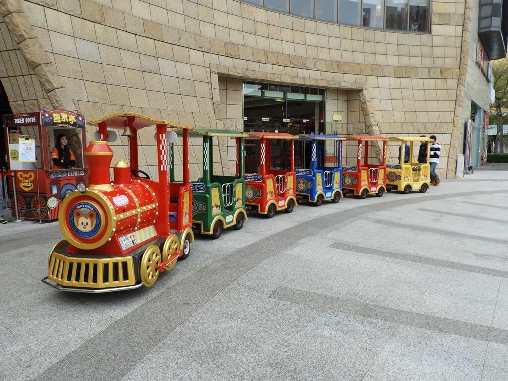 美麗華百樂園的圖片:廣場的小火車