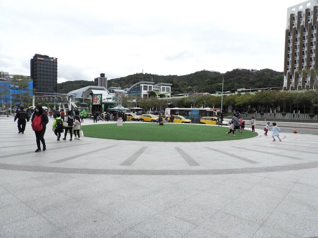 美麗華百樂園的圖片:廣場的人造草皮