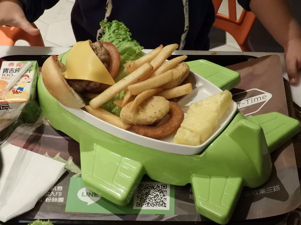 ATT 4 Recharge的圖片:綠色飛機兒童餐