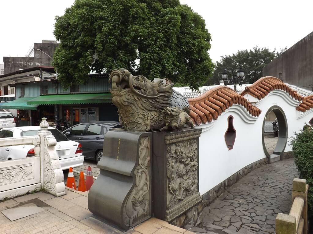 壽山巖觀音寺的圖片:圍牆延伸的龍頭