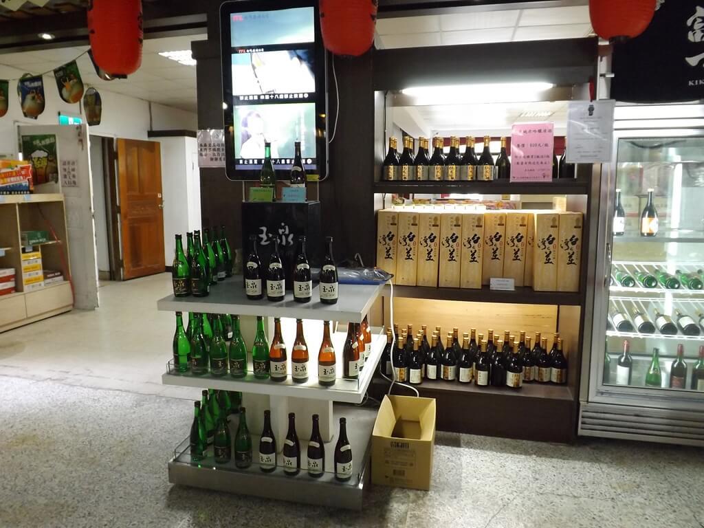 臺灣菸酒股份有限公司桃園酒廠的圖片:多樣玉泉清酒展售櫃