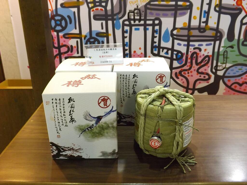 臺灣菸酒股份有限公司桃園酒廠的圖片:1.8L黃金純米吟釀清酒桃園起風紀念酒