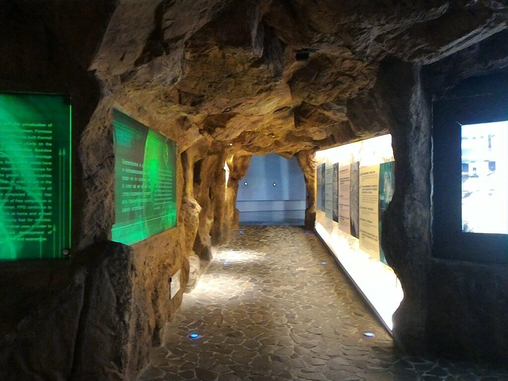 台塑企業文物館的圖片:岩壁隧道展示區