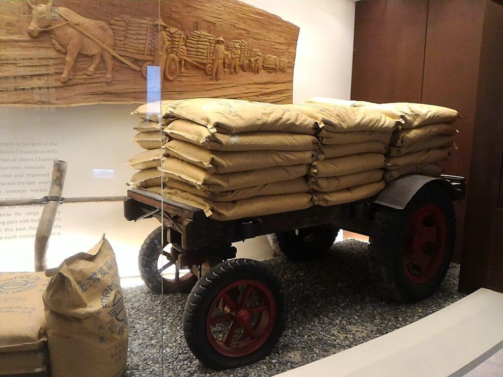 台塑企業文物館的圖片:早年用來拖運貨物用的牛車
