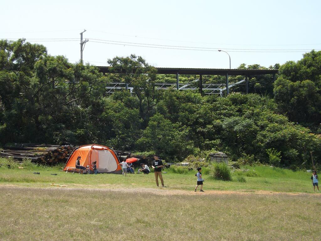 新竹青青草原的圖片:有遊客甚至帶帳蓬來搭
