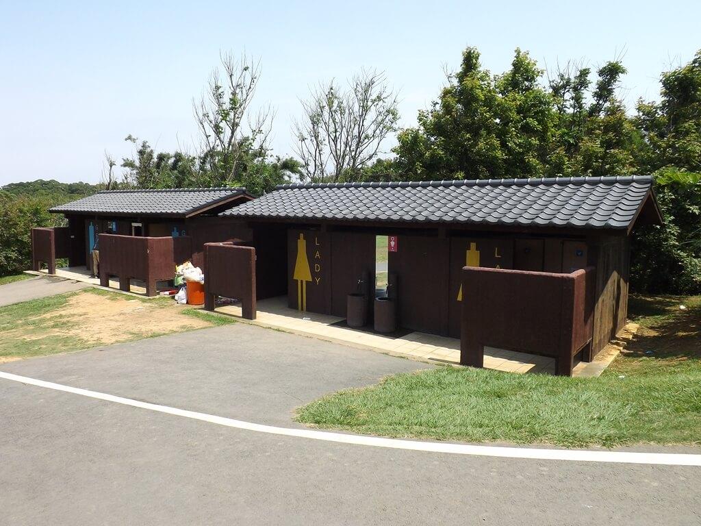 新竹青青草原的圖片:男女公廁