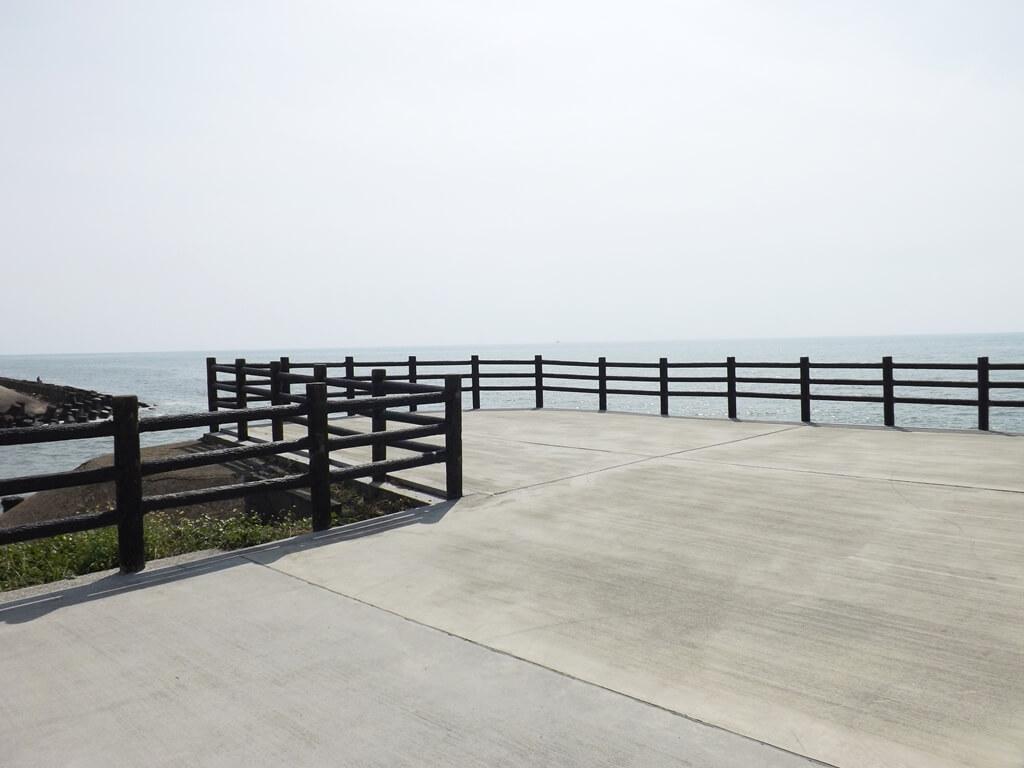 新竹海天一線看海區的圖片:向海延伸出去的看海觀景台