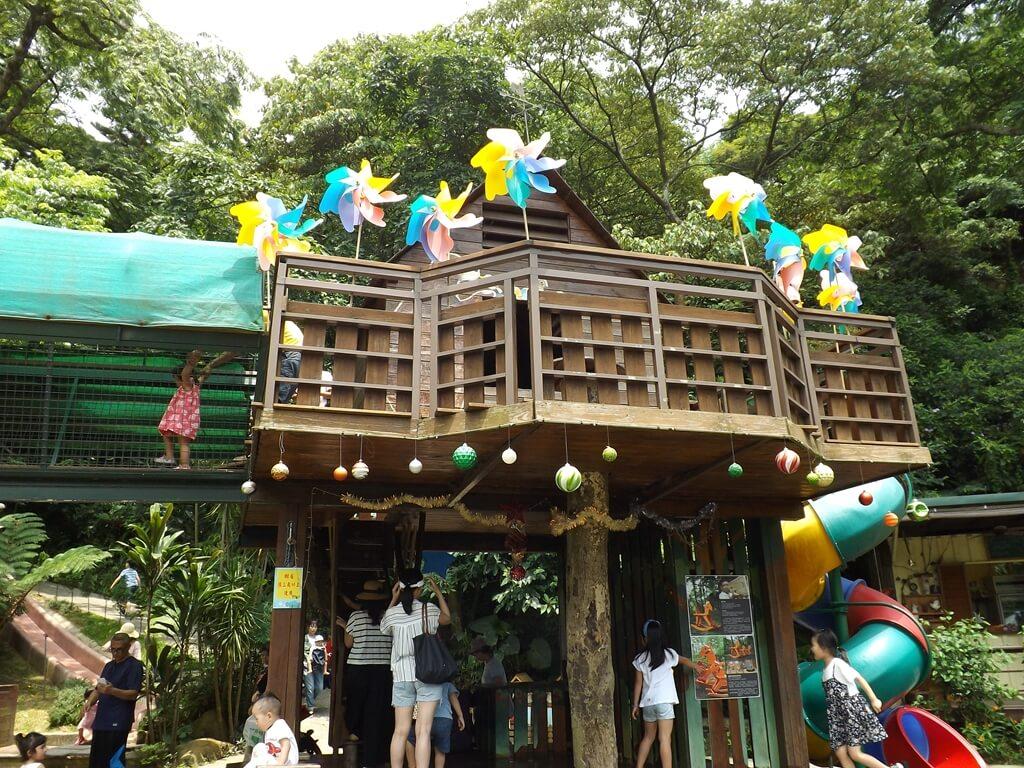 森林鳥花園的圖片:擠滿遊客的樹屋