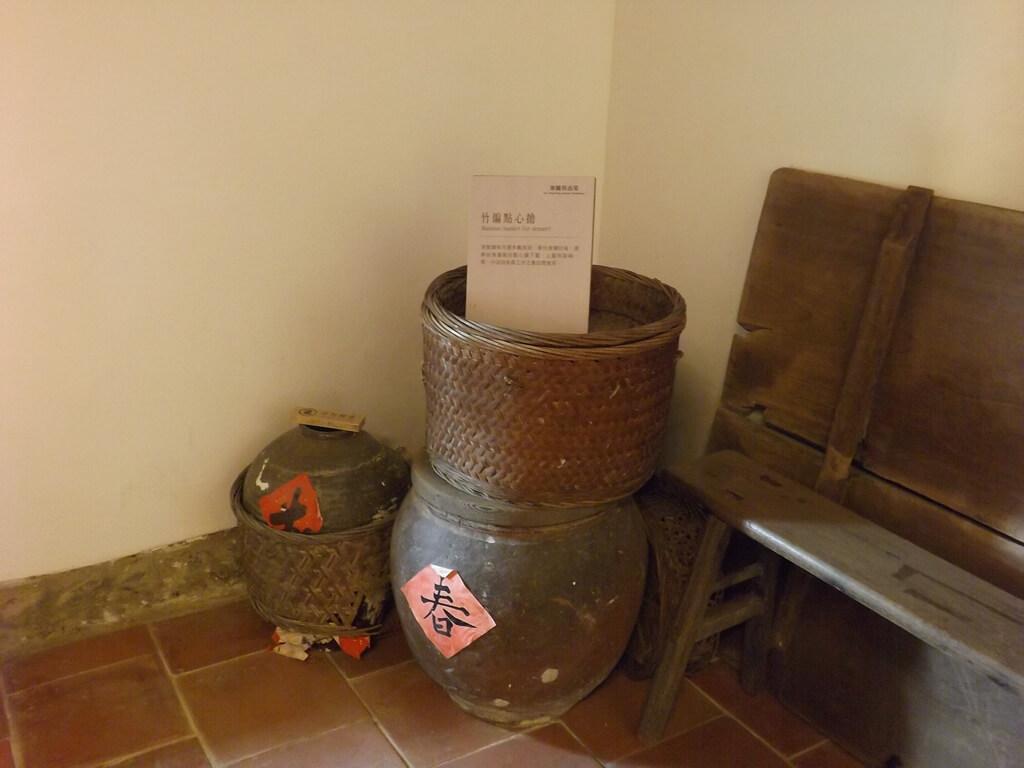 李騰芳古宅的圖片:竹編點心甕及米缸