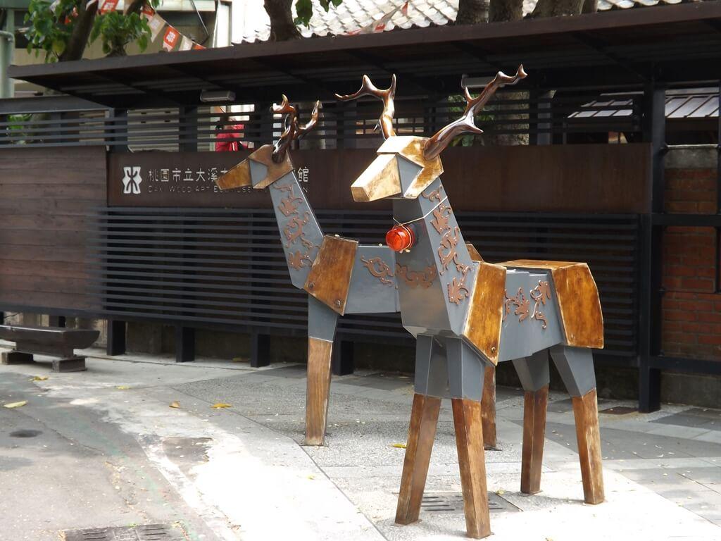 大溪木藝生態博物館的圖片:兩隻木雕鹿