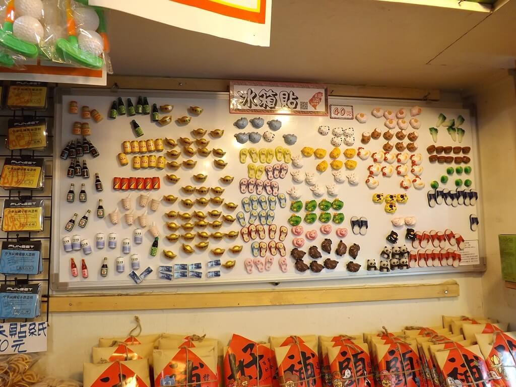 內灣老街的圖片:各式各樣的冰箱貼