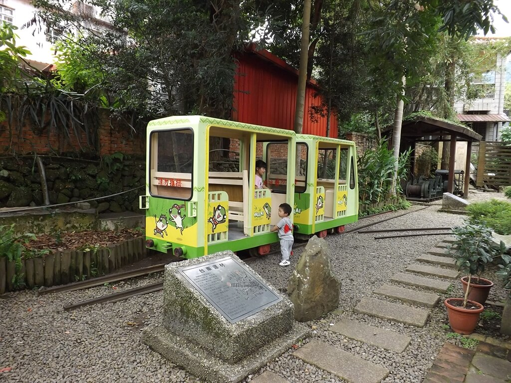 內灣老街的圖片:已彩繪的材運台車