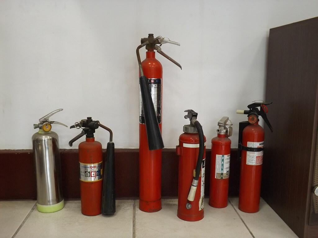 新竹市消防博物館的圖片:各式滅火器展示