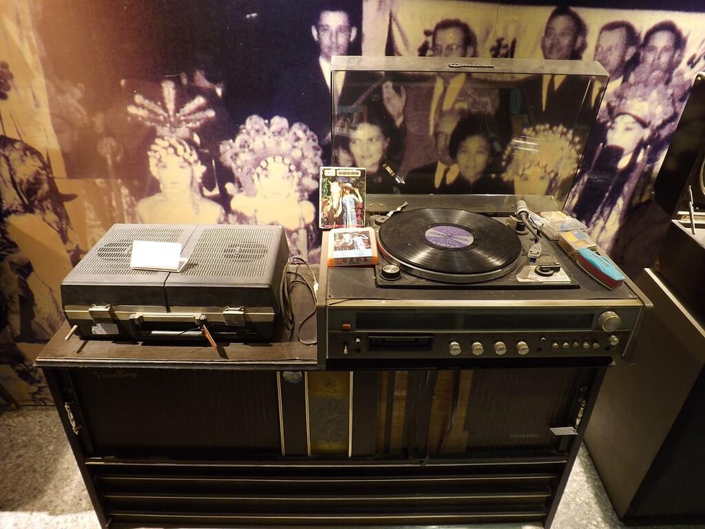 新竹市眷村博物館的圖片:黑膠唱片機及可愛的馬