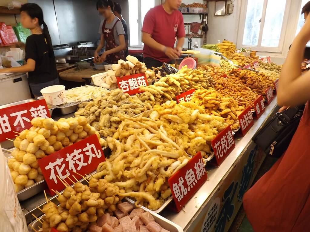 永安漁港的圖片:花枝丸、魷魚絲、杏苞菇 ... 等各種炸物