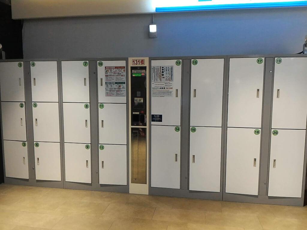 GlobalMall 環球購物中心桃園 A8的圖片:全家便利商店旁的置物櫃