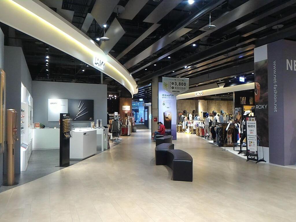 GlobalMall 環球購物中心桃園 A8的圖片:1F 逛街走道,前方通往文化一路
