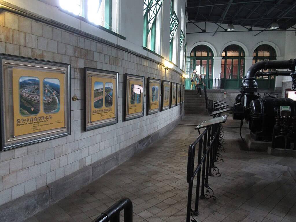 臺北自來水園區(自來水博物館)的圖片:參觀走道及牆壁上的介紹