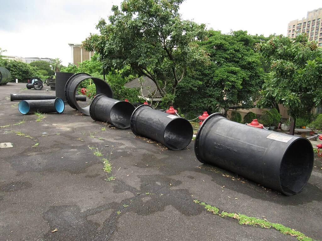 臺北自來水園區(自來水博物館)的圖片:超大鑄鐵直管