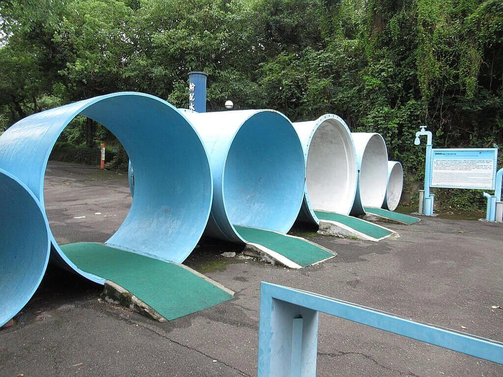 臺北自來水園區(自來水博物館)的圖片:藍色的涵管排列