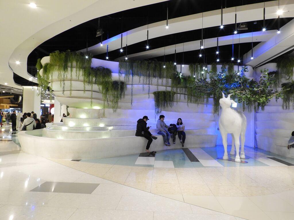 大江購物中心 MetroWalk的圖片:B1 美食街中央造景