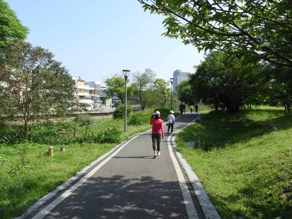 中壢老街溪步道的圖片:新勢公園旁的老街溪河濱步道(123660484)