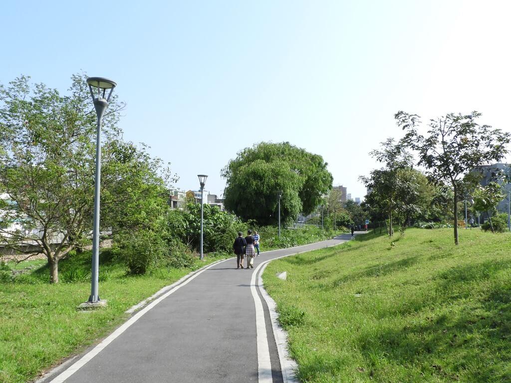 中壢老街溪步道的圖片:新勢公園旁的老街溪步道(123660487)