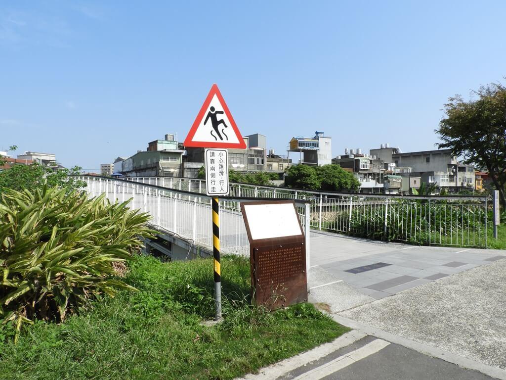 中壢老街溪步道的圖片:翠堤橋入口處(123660489)