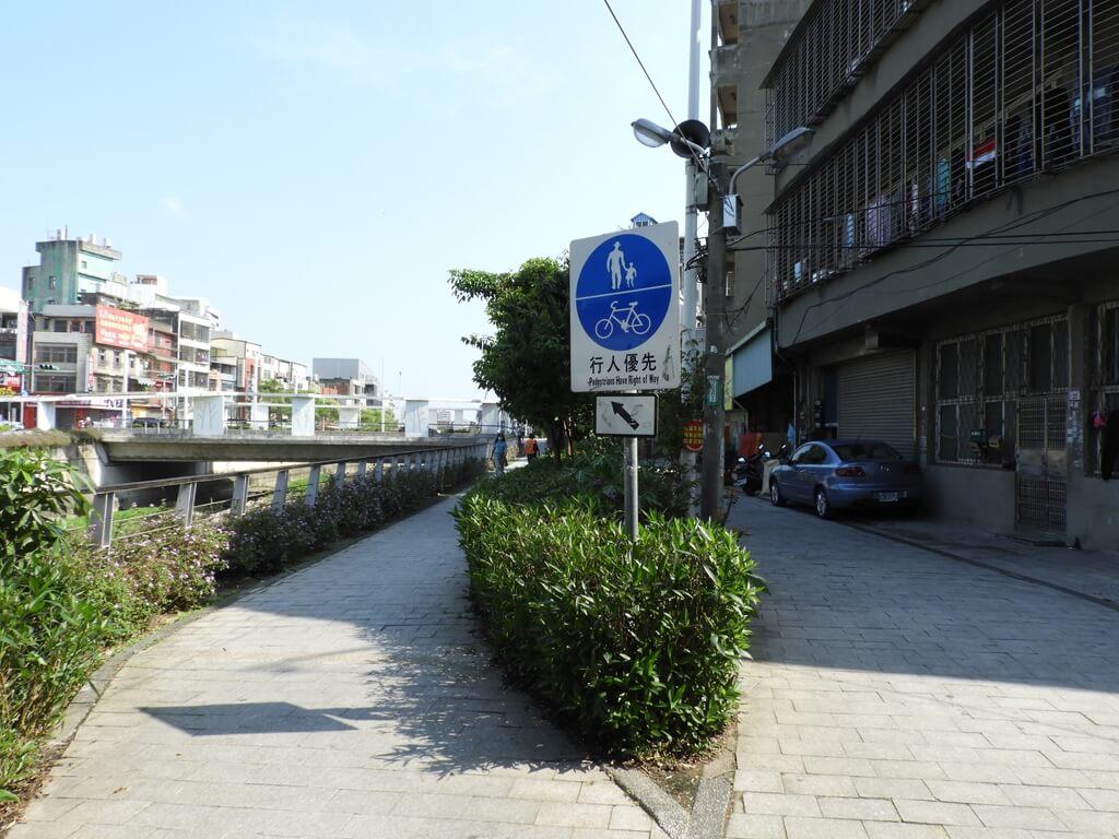 中壢老街溪步道的圖片:老街溪步道,行人優先
