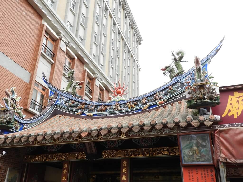 台北霞海城隍廟的圖片:霞海城隍廟屋頂上的造型